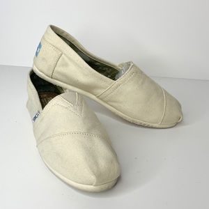 TOMS Classic white canvas shoes Size 7